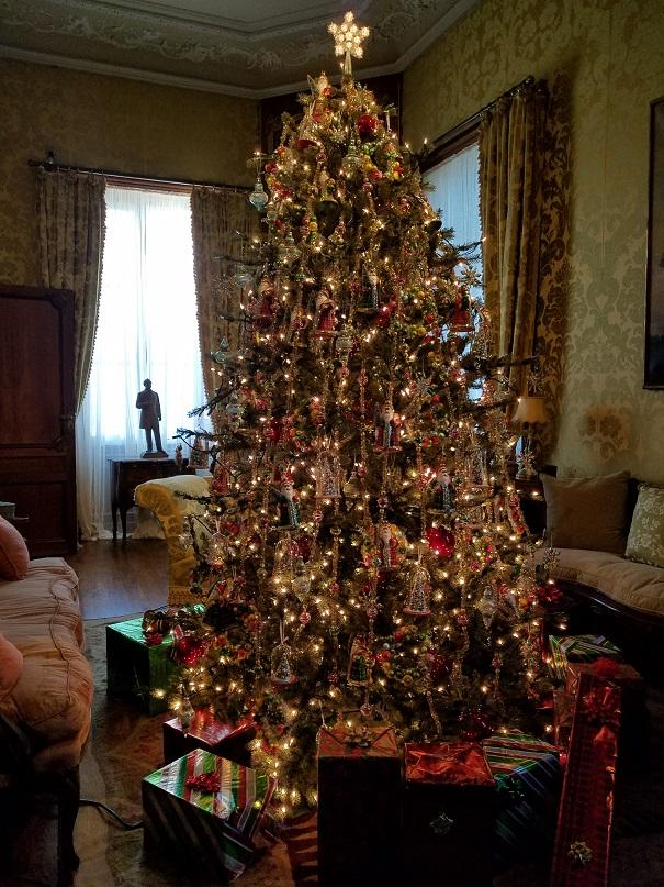 Marble House at Christmas - Guest room sitting room